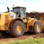 Maszyna budowlana Catterpillar koloru żółtego