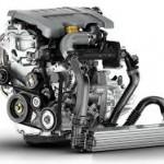 Srebrno-szary silnik producenta Renault